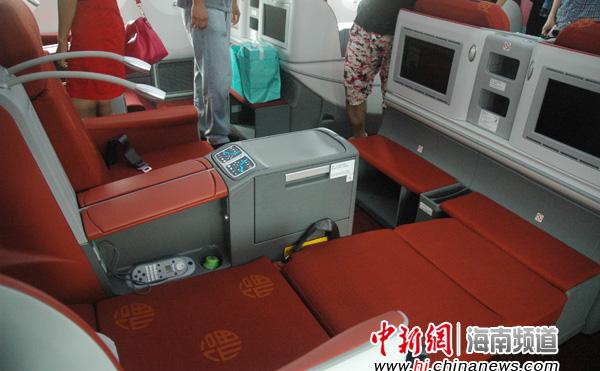 图为海航波音787商务舱宽敞舒适的座椅.陈少婷