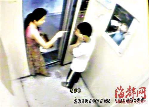13岁臀部少妇内撩裙子学生摸其少年遭扇耳光电梯v臀部细菌性