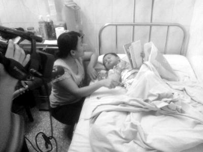 定安/定安:货车倒车碾伤5岁女童家庭贫困面临停药
