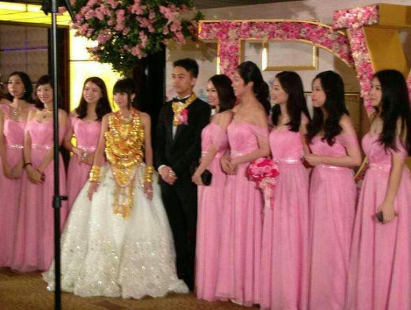 广东中山现豪华_广东中山又现豪华婚礼 新娘身上挂70个金手镯(图)