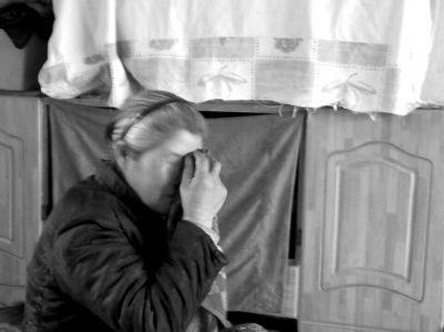 提起往事,张秀兰不禁潸然泪下。京华时报记者王晟摄