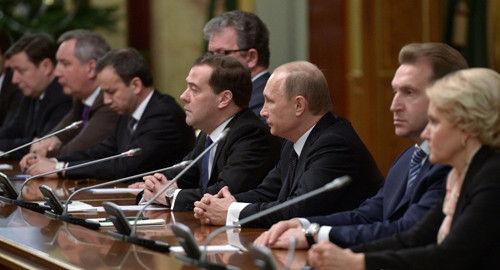 俄罗斯总统普京与政府成员举行年终会面。