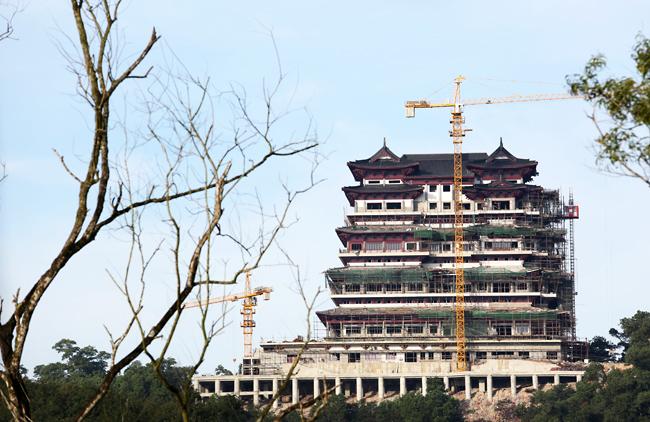 儋阳楼正在加紧进行主体装修 预计5月底完成