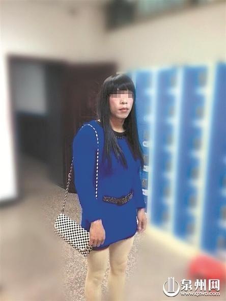 29岁女装穿连衣裙情趣扮男子在街头拉客招嫖梱绑丝袜店图片