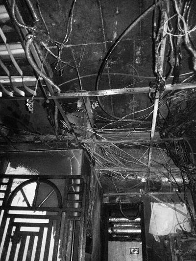 火灾过后嘉陵大厦内部焦黑一片