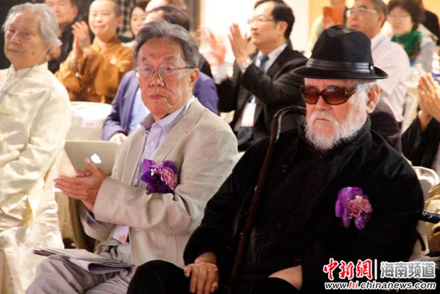 作家王蒙和台湾画家李奇茂。 杨旭 摄