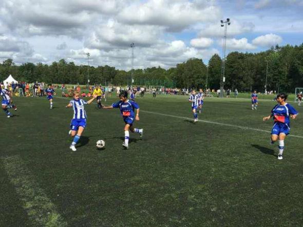 琼中女足以7:2战胜瑞典哥德堡俱乐部队 提前出