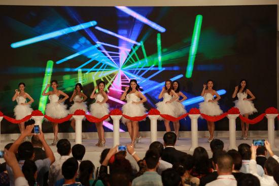 """""""2015三亚目的地婚礼博览会""""23日在三亚隆重开幕。"""