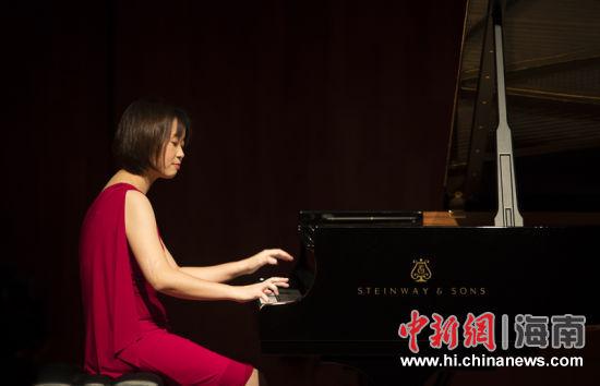 奉献 钢琴独奏音乐会奏响椰城平安夜