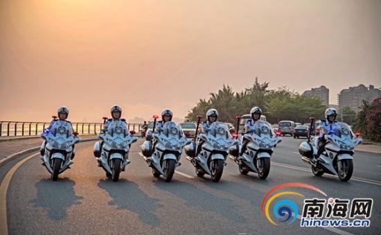 三亚旅游警察在巡查中。