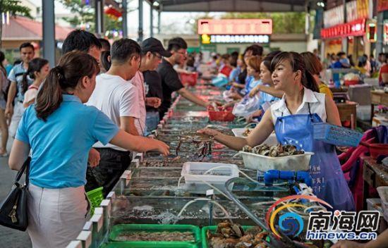 游客放心买海鲜。