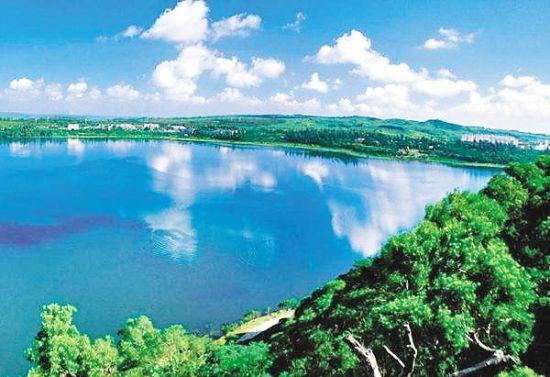 湛江湖光岩景区。