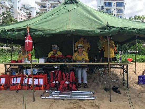 海上救生员临时救护帐篷,篷内备有医疗用品和救援装备。三亚宣传部供图