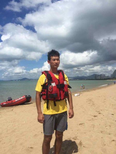 志愿救生员王海东。三亚宣传部供图