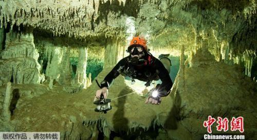 在图卢姆的海滩度假胜地附近,GAM团队发现长263公里的、名为Sac Actun的水下洞穴系统,与长83公里、名为Dos Ojos的水下洞穴是相连通的。