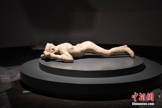 图为根据庞贝古城复原的遇难者像,真实还原了火山灰覆盖时的死亡瞬间。 张浪 摄