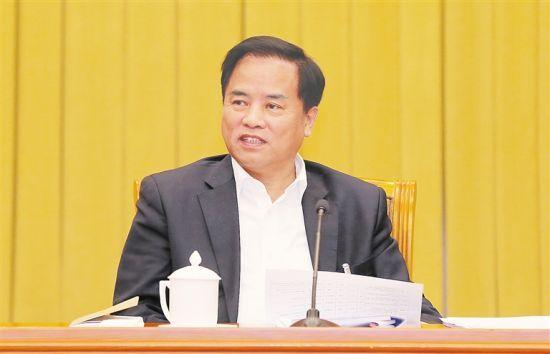 3月5日,海南代表团在驻地召开全体会议,审议政府工作报告。图为刘赐贵代表审议时发言。海南日报特派记者 李英挺 摄