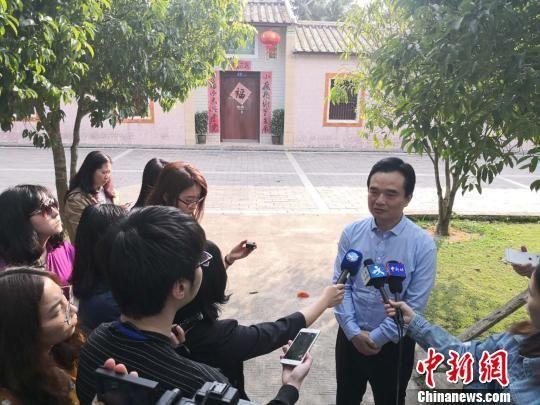 海南省文昌市长王晓桥接受采访。 王子谦 摄