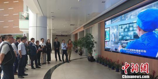 考察团参观海南博鳌乐城国际医疗旅游先行区内的医疗机构。 张茜翼 摄