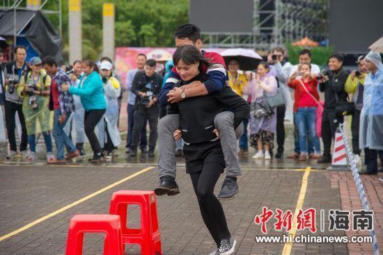 """琼中举办民俗趣味体育运动会庆祝""""三月三"""""""