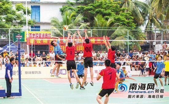 热热闹闹的排球赛事,强健了村民的体魄.海南日报记者 武威 摄-赛到