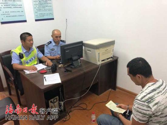 涉嫌非法携带违禁品的嫌疑人郑某军被警方抓获。警方供图