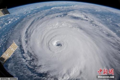 """示,飓风""""佛罗伦斯""""当日穿过大西洋向美国东海岸挺进.-台风 飓"""