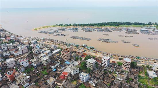航拍澄邁縣老城鎮東水港。從圖片上可以看到,東水港岸線蝕退現象嚴重。(東水港村民供圖)