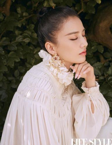 黄圣依最新写真发布 造型精致时尚