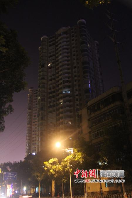 海口国贸一住宅小区夜间十点仅有几间房亮灯