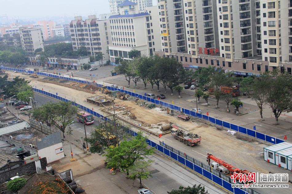 海秀快速路紧张建设+部分路段封闭施工