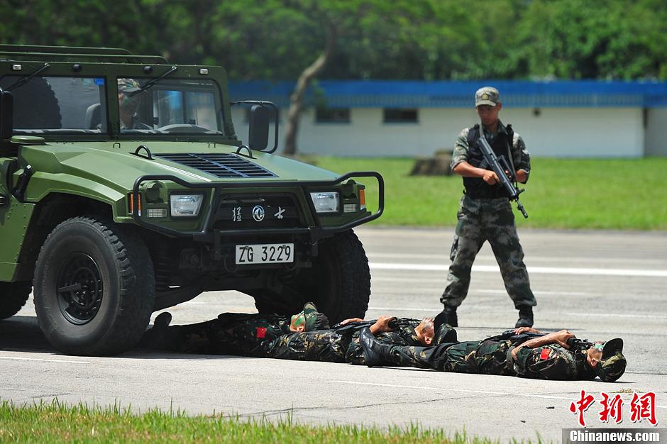 解放军驻香港部队石岗军营举行开放日(7)