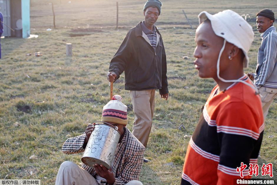 南非男孩的成人仪式野外割礼 6