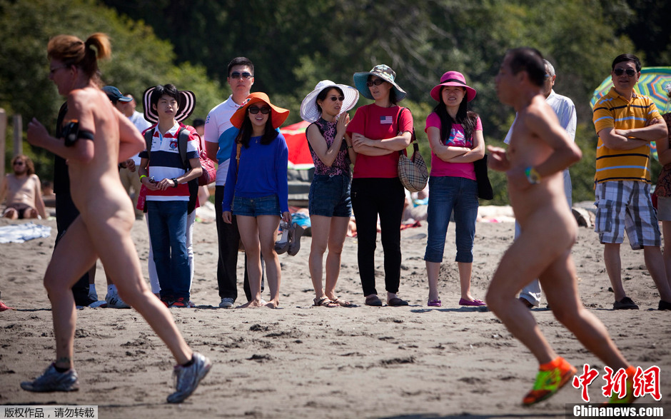 加拿大沉船滩欢乐裸体赛跑