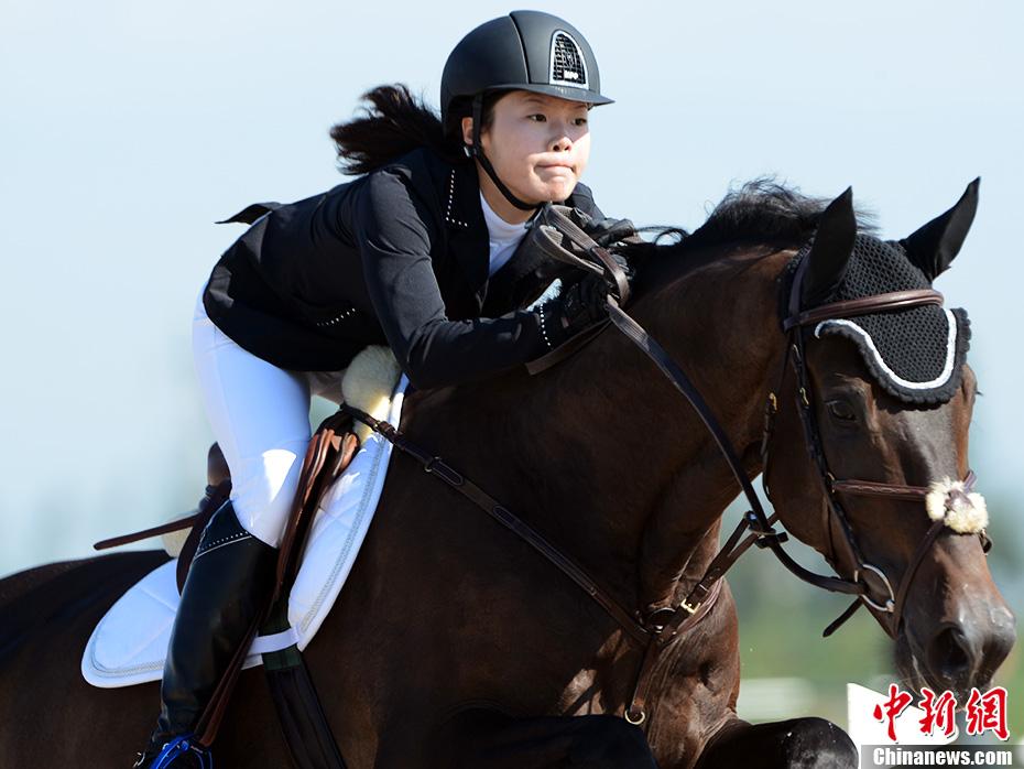 全运会马术场地障碍团体赛 美女骑手冲锋陷阵
