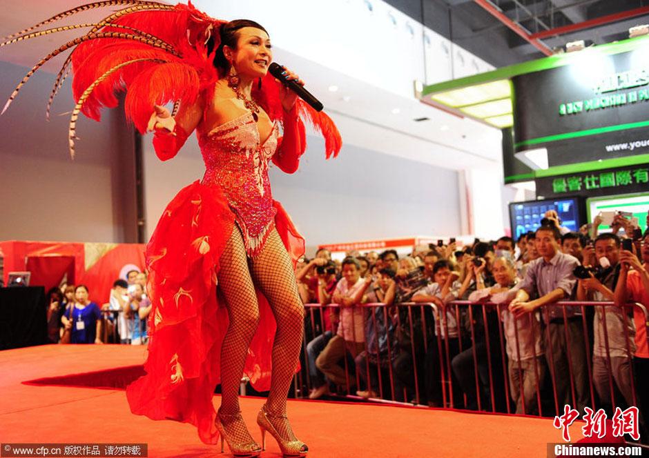 广州性文化节火辣开幕 变性人舞台争艳