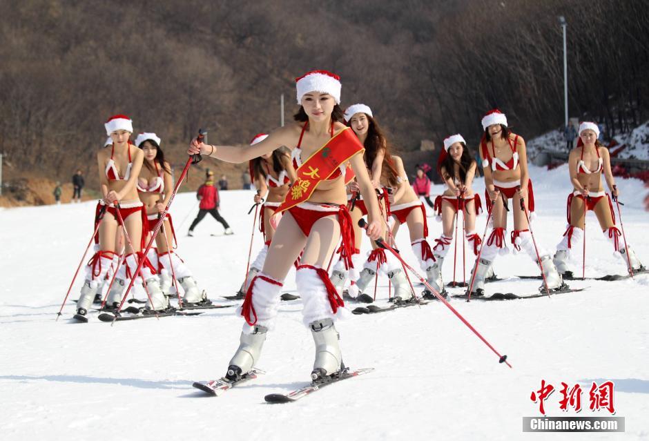 送福利!美女圣诞泳装冰天雪地秀激情