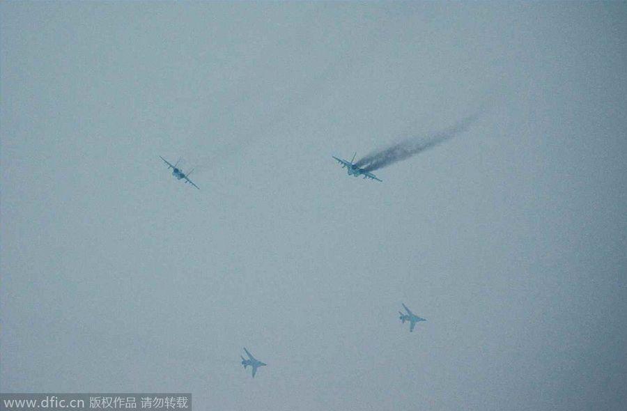 金正恩视察朝鲜精锐米格29部队 女飞激动合影