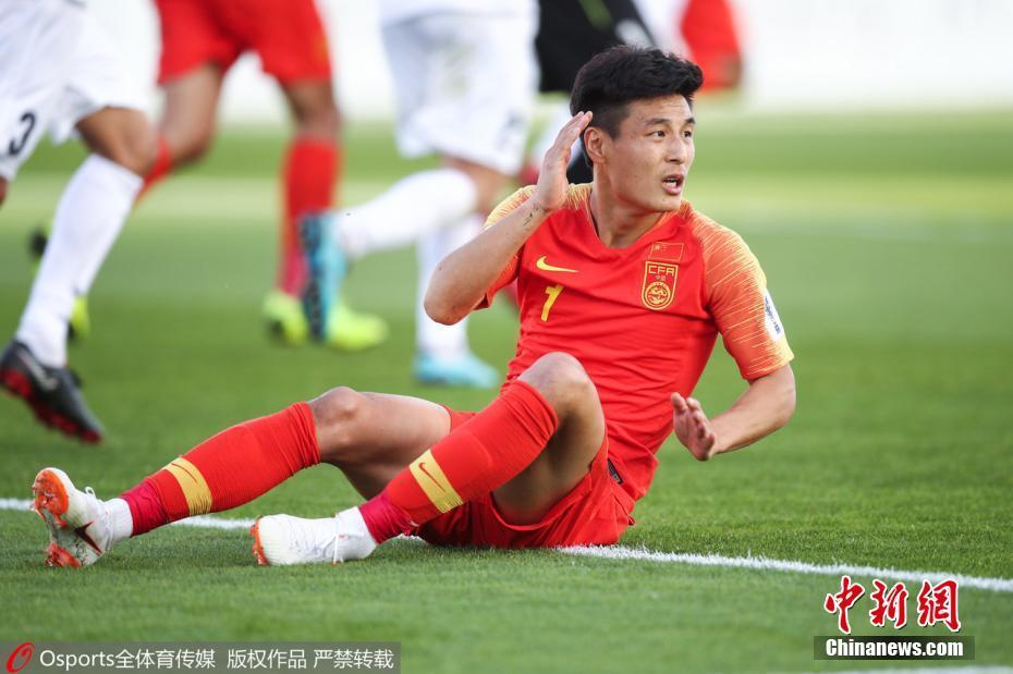 中国男足2:1逆转取胜 连续四次收获亚洲杯开门