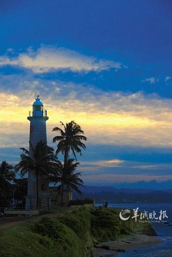 与古城灯塔一同眺望第一缕朝阳