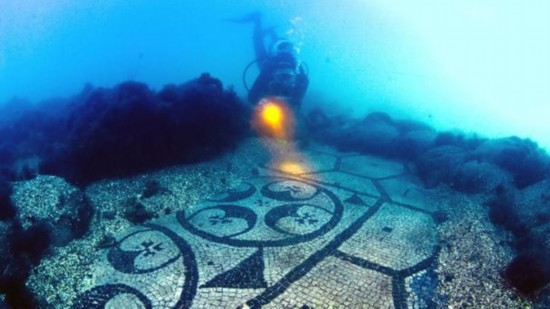 东海25米的水下,发现了这座巨石庙:金字塔结构的坚石