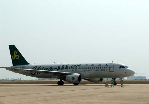 由于春秋航空在短短一周内连续投入两架飞机的运力