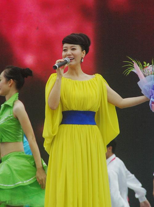 中国年歌谱谭晶