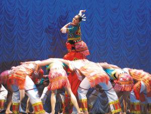 歌舞表演展示了海南岛