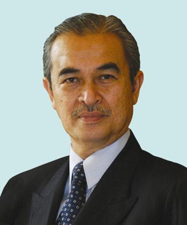 向马来西亚最高元首米詹·扎因·阿比丁递