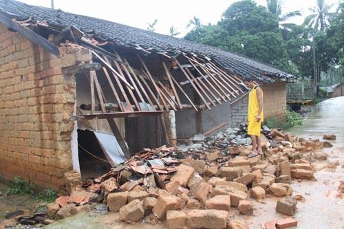 保亭加茂镇六间房坍塌无人员伤亡