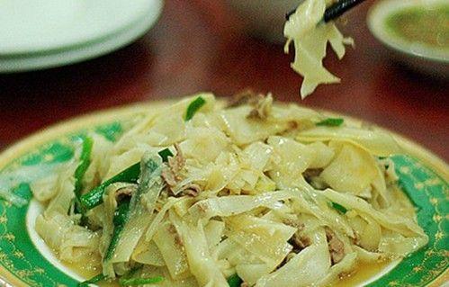 雷公笋,学名闭鞘姜,是海南特有的野生草本植物